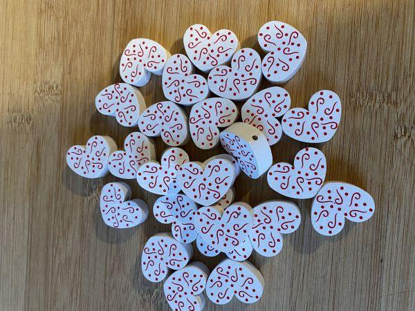 Motivperle Herz Muster weiß 26 Stück